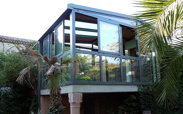 Véranda en aluminium avec toit vitré