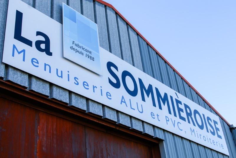 Enseigne des locaux de la miroiterie Sommiéroise