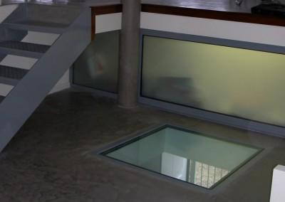 Fenêtre de sol et vitrage adapté au passage piéton