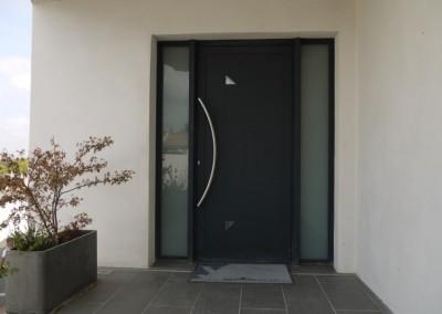 Porte d'entrée contemporaine en aluminium