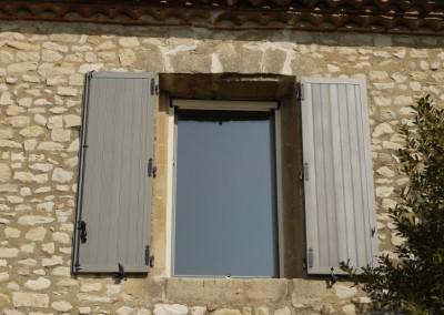 Volets en aluminium sur mas provençal